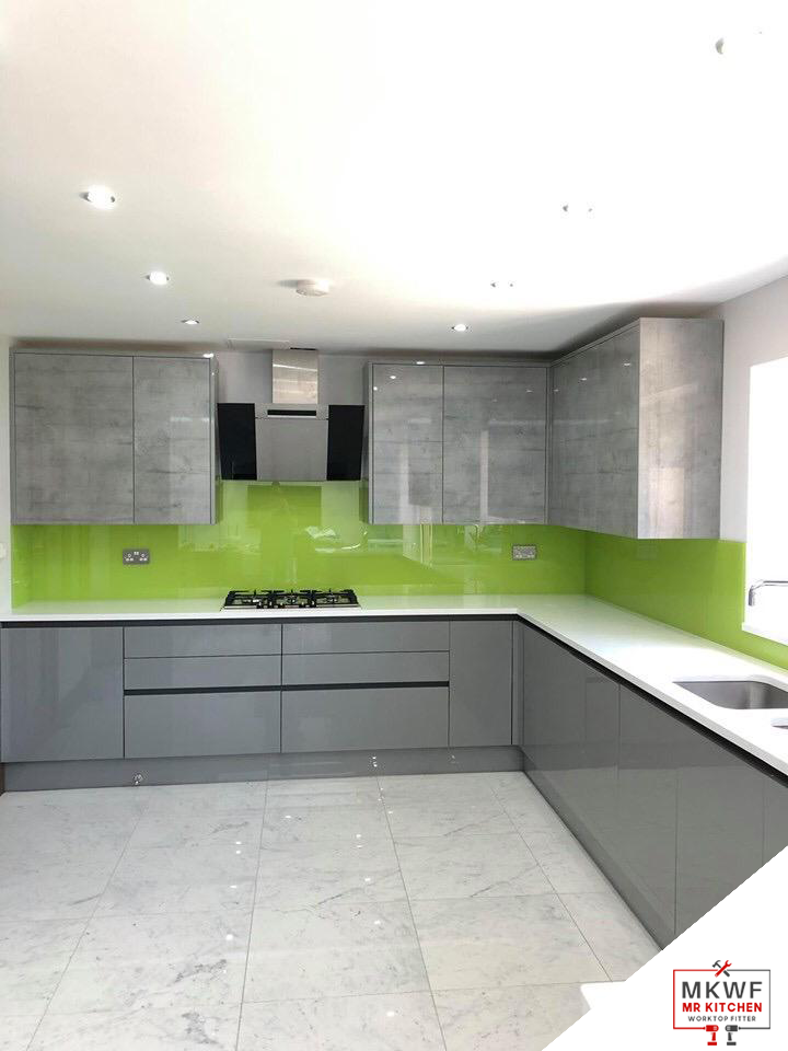 Glass Splashbacks Vs Tile Splashbacks: Which Is Better?
